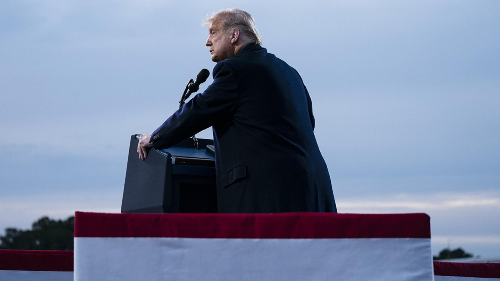 """Bầu cử Mỹ: Ông Trump gặp """"vấn đề lớn"""" ở nhóm cử tri nền tảng"""