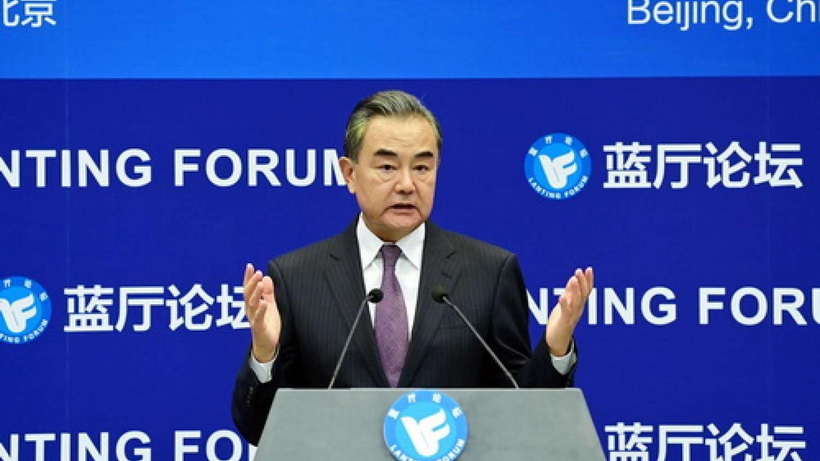"""Ngoại trưởng Trung Quốc ngầm chỉ trích Mỹ là """"mối đe dọa"""" của thế giới"""
