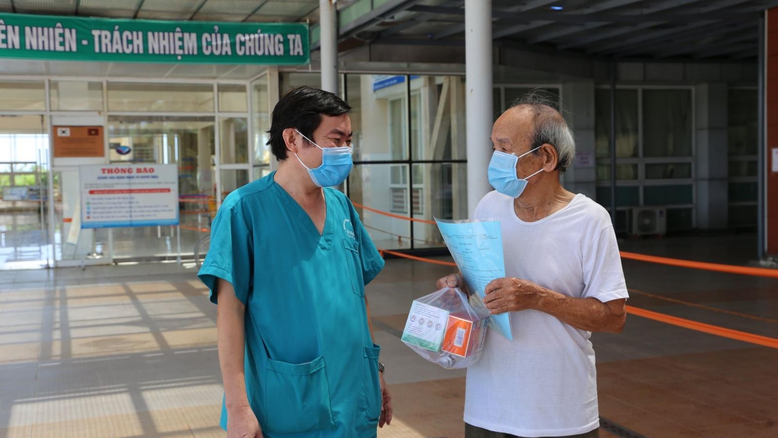 Nhân viên Trung tâm Kiểm soát bệnh tật Quảng Nam từng mắc Covid-19 được xuất viện