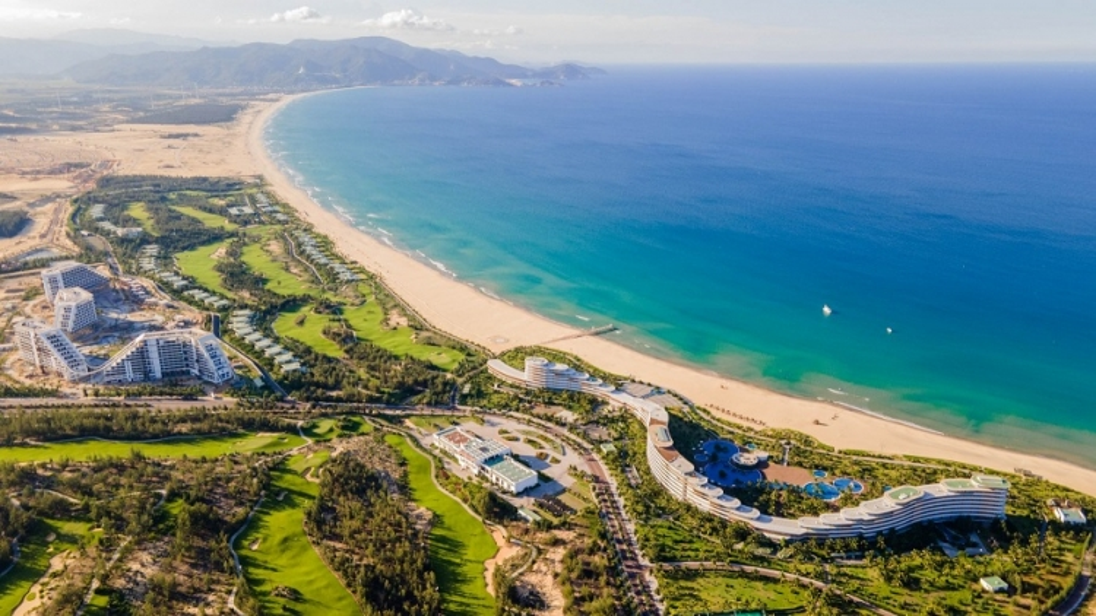 Tập đoàn FLC chuẩn bị khánh thành khách sạn lớn nhất Việt Nam tại Quy Nhơn