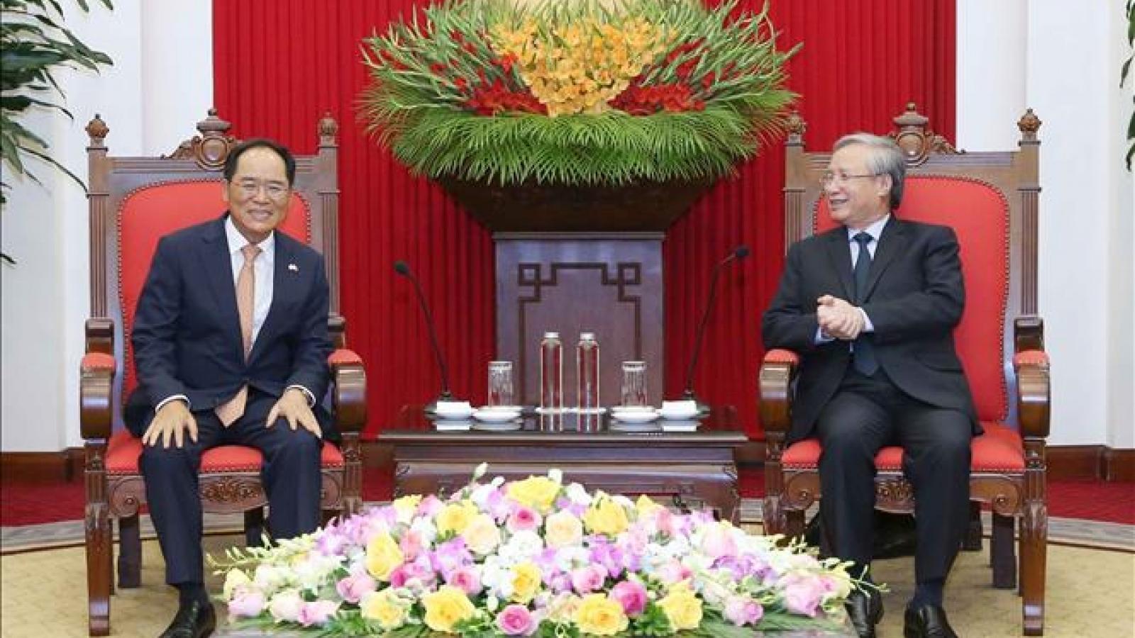 Thường trực Ban Bí thư Trần Quốc Vượng tiếp Đại sứ Hàn Quốc
