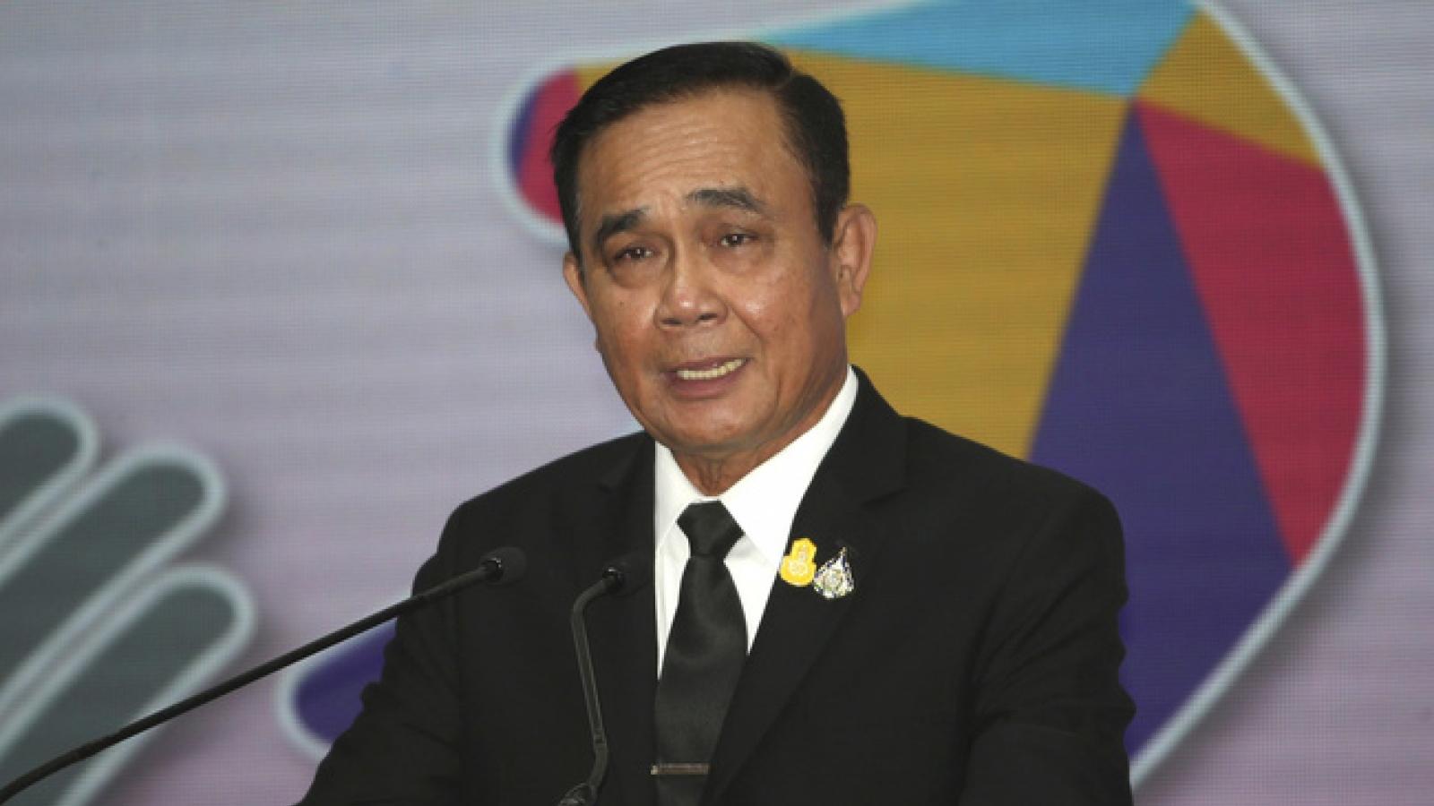 Thủ tướng Thái Lan kêu gọi tạm ngưng biểu tình chống chính phủ