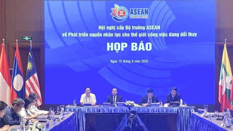 ASEAN looks to promote human resources development cooperation