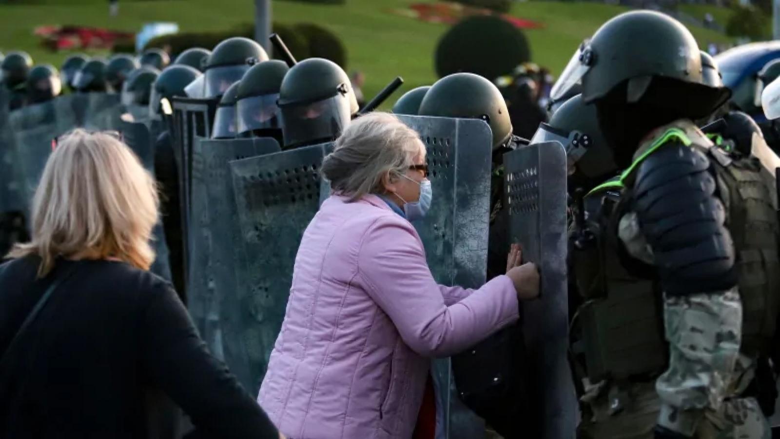 Châu Âu gia tăng trừng phạt, căng thẳng Belarus leo thang