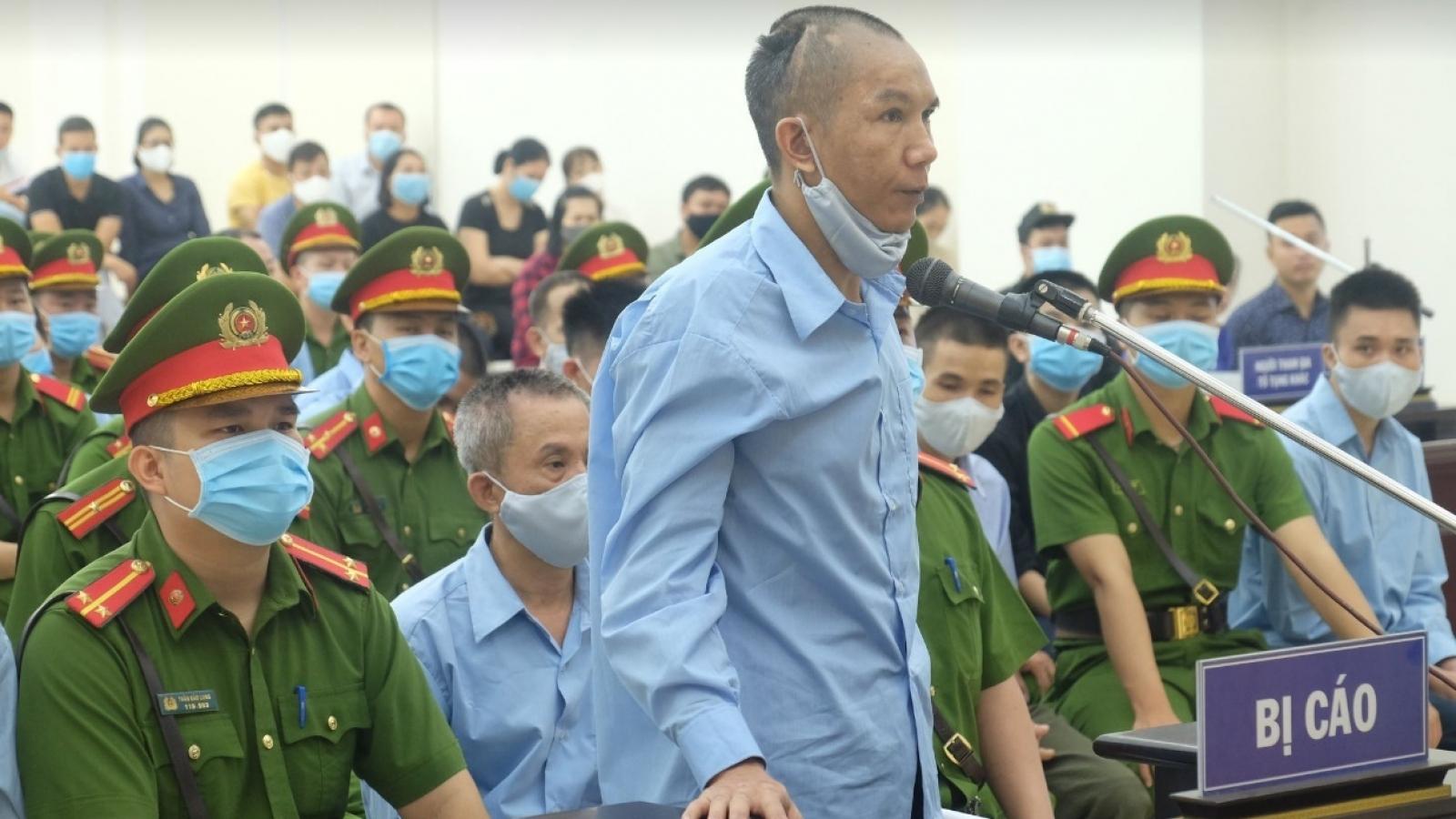 Xét xử vụ Đồng Tâm: Bị cáo Lê Đình Chức cúi đầu xin lỗi gia đình 3 liệt sỹ công an