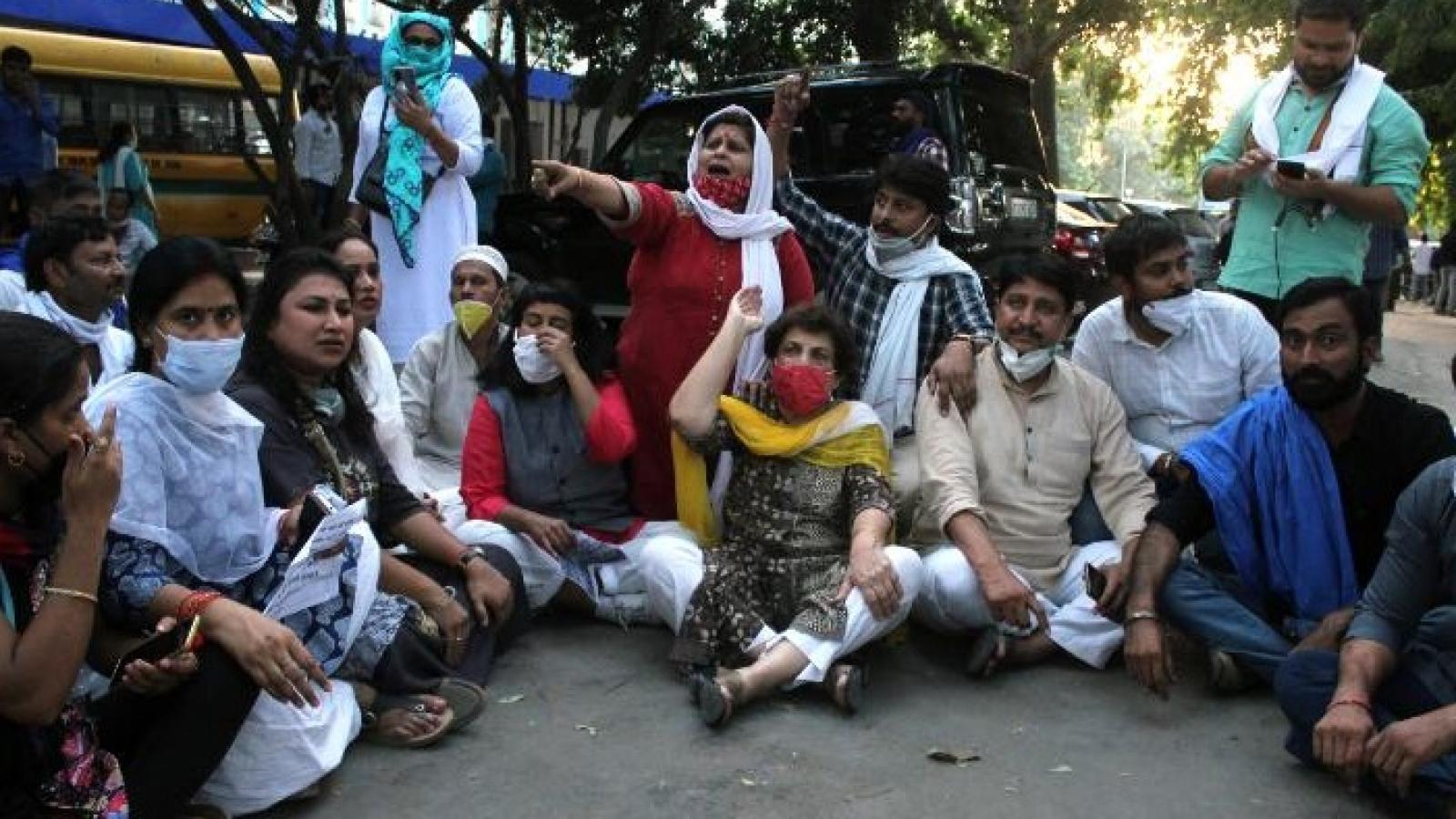 Phẫn nộ vụ cô gái trẻ Ấn Độ bị những kẻ đẳng cấp trên hiếp dâm tập thể và giết chết