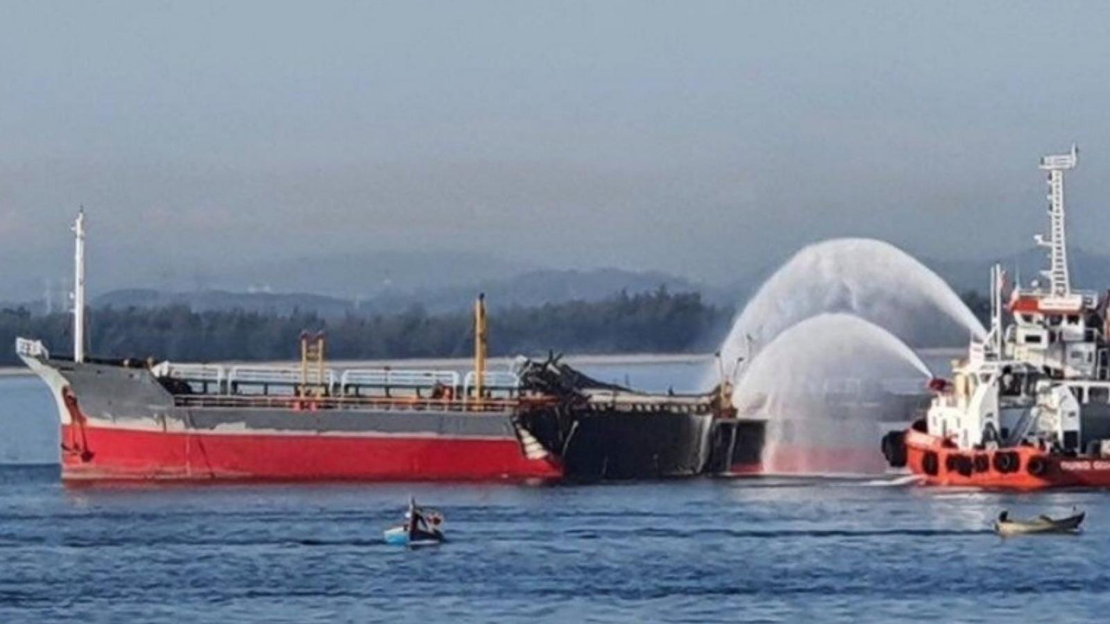 Nổ tàu Quảng Ngãi chở dầu, một thuyền viên mất tích
