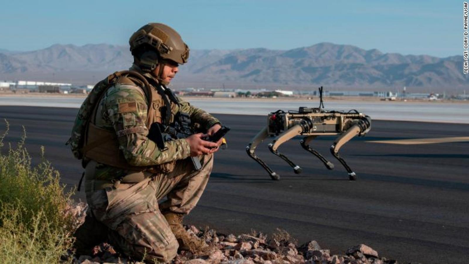 Chó robot tập trận cùng không quân Mỹ như trong phim viễn tưởng