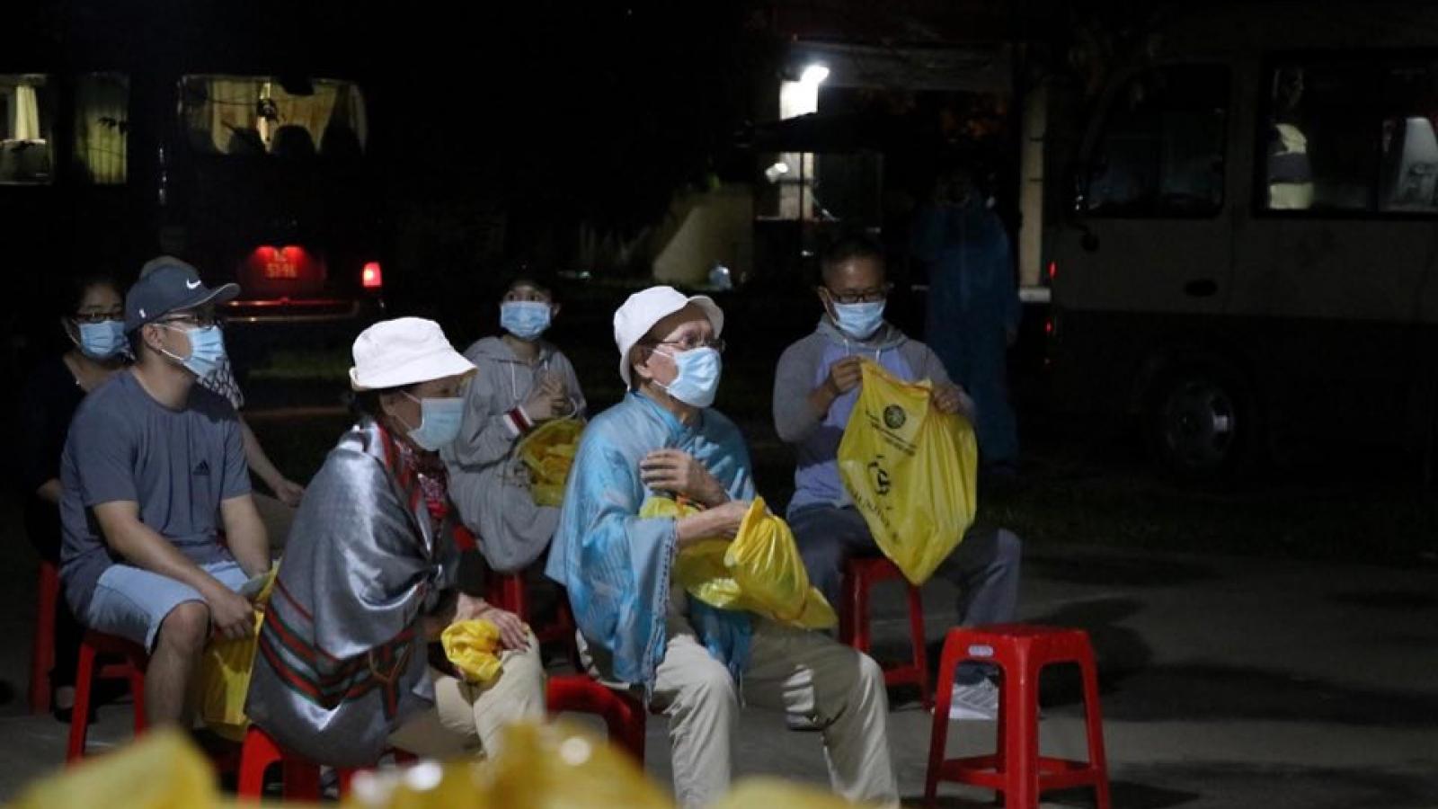 Hòa Bình tiếp nhận 80 công dân Việt Nam từ Mỹ về khu cách ly