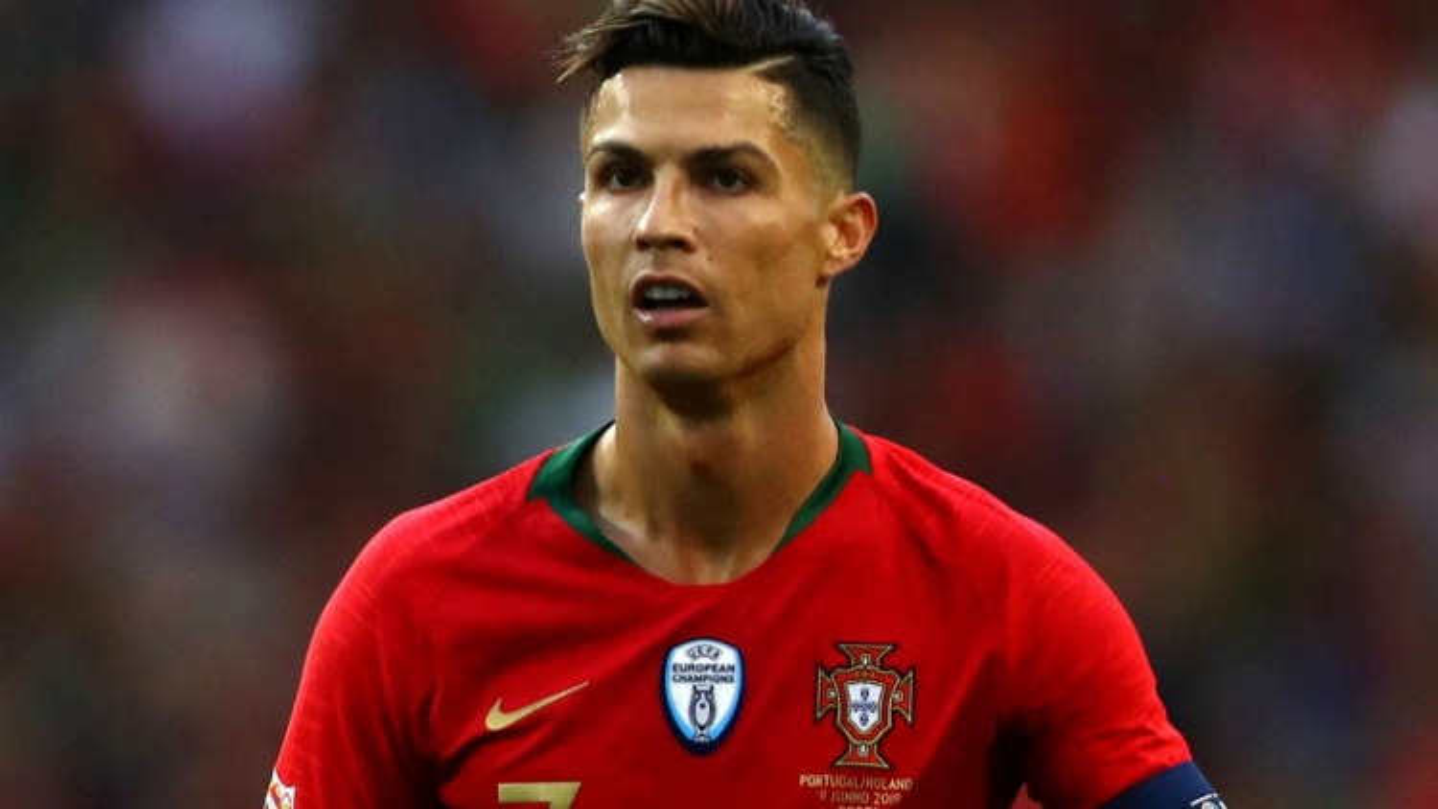 Ronaldo bị nhiễm trùng bàn chân, khó đá Nations League