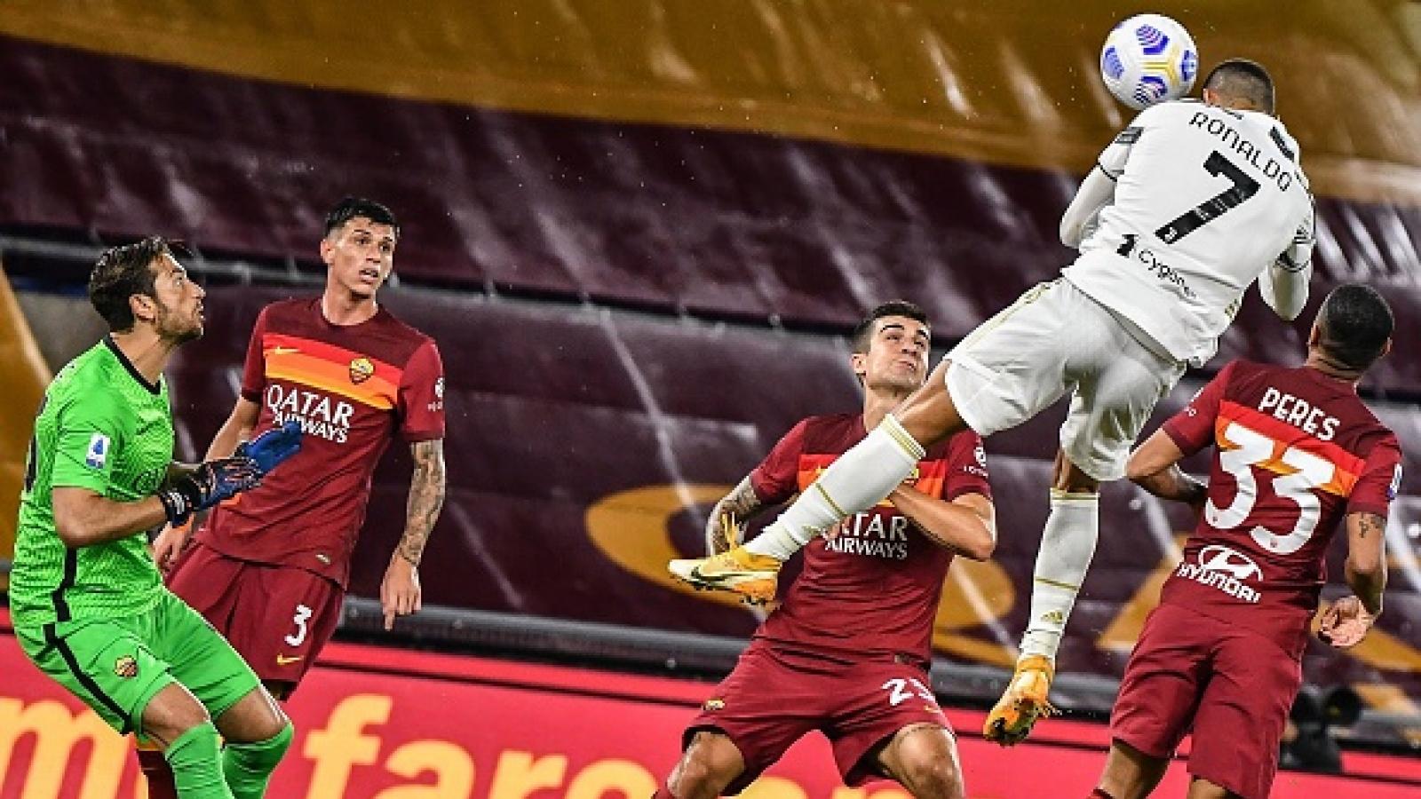 Cristiano Ronaldo bật cao đánh đầu đẳng cấp, Juventus thoát thua trước AS Roma