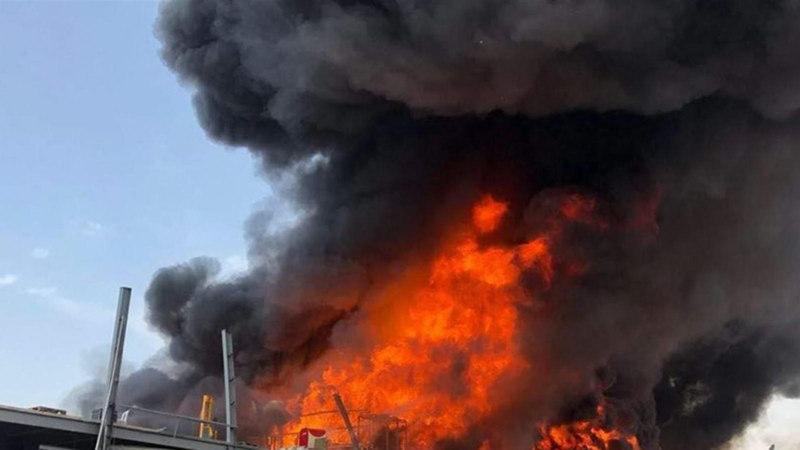 Khẩn trương điều tra, làm rõ trách nhiệm vụ cháy ở cảng Beirut của Lebanon