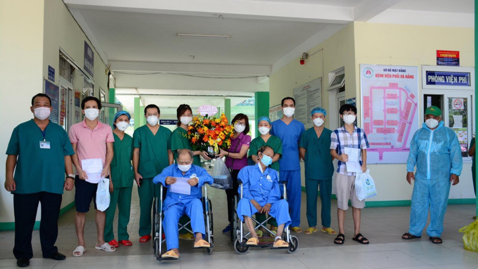 Thêm 2 bệnh nhân Covid-19 tiên lượng nặng ở Đà Nẵng khỏi bệnh và ra viện