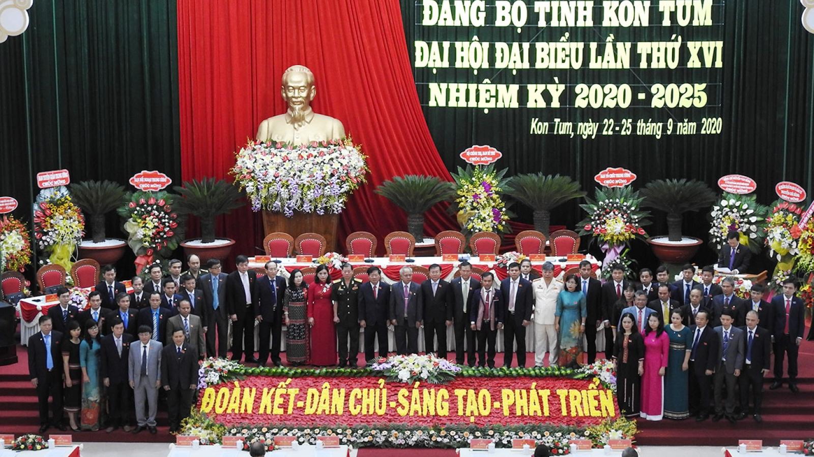 Ban Chấp hành Đảng bộ tỉnh Kon Tum nhiệm kỳ mới ra mắt Đại hội