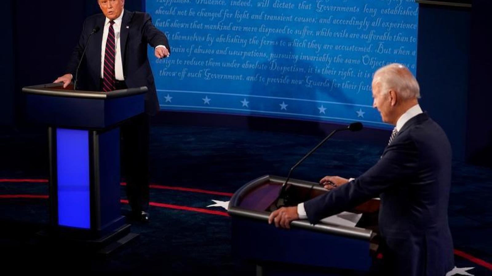 """Cuộc """"đấu khẩu"""" đầu tiên Trump-Biden chưa làm dư luận Mỹ hài lòng"""