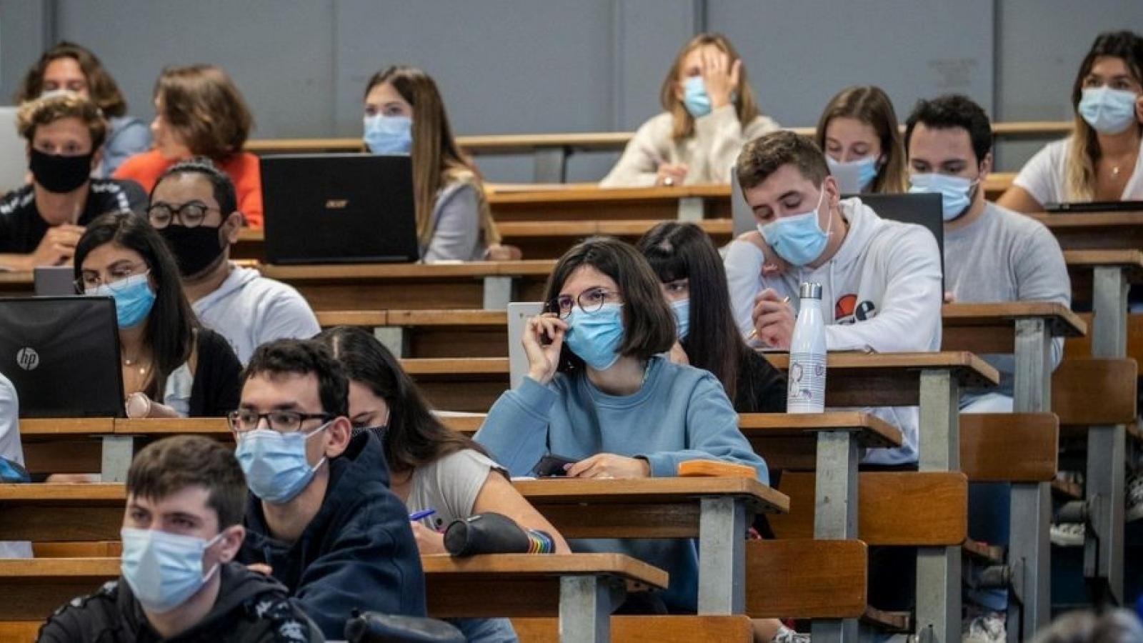 Dịch Covid-19 bùng phát mạnh trong các trường đại học tại Pháp