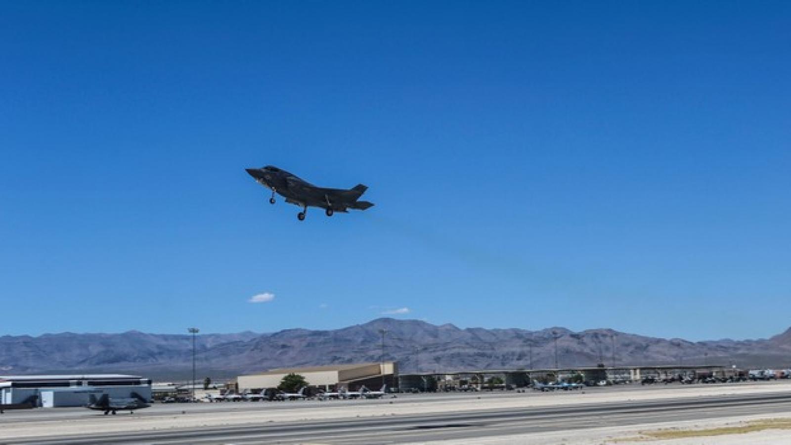 F-35 của Mỹ bị rơi do va chạm với máy bay tiếp nhiên liệu trên không