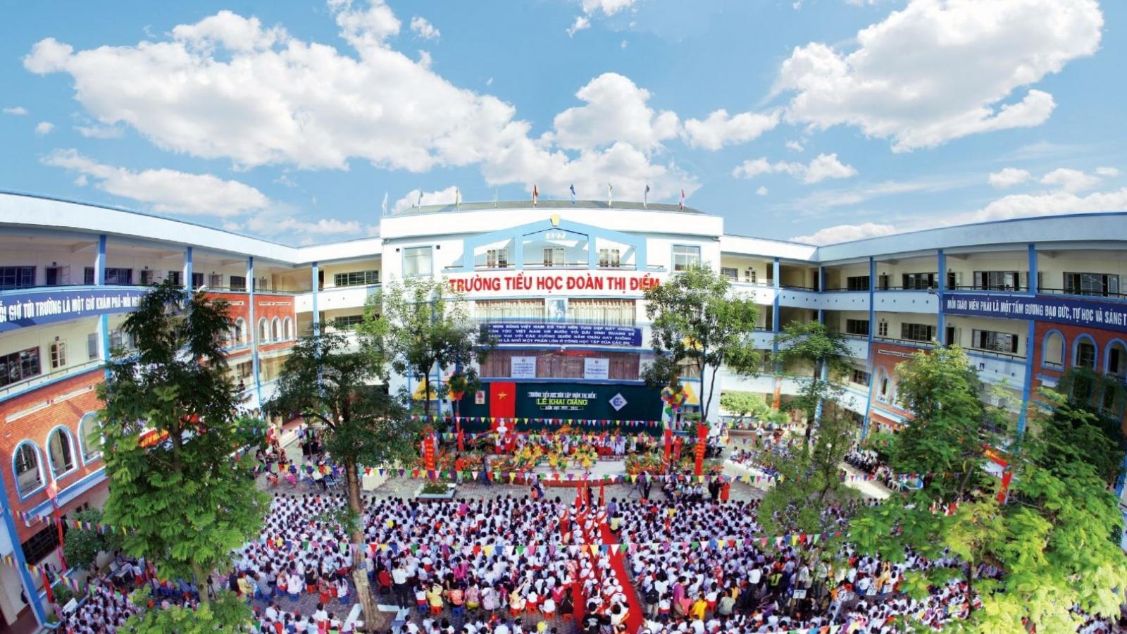 Trường tiểu họcĐoàn Thị Điểm, Hà Nộibỏ quên học sinh lớp 3 trên xe đưa đón
