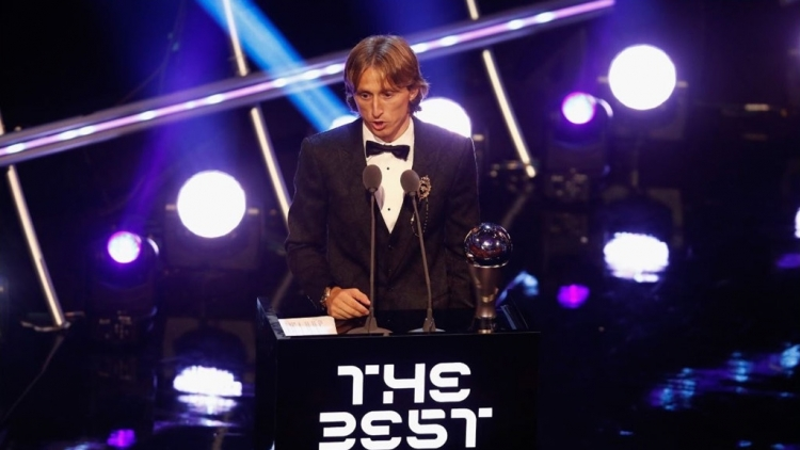 """Ngày này năm xưa: Modric phá vỡ thế """"song hành"""" của Ronaldo và Messi"""