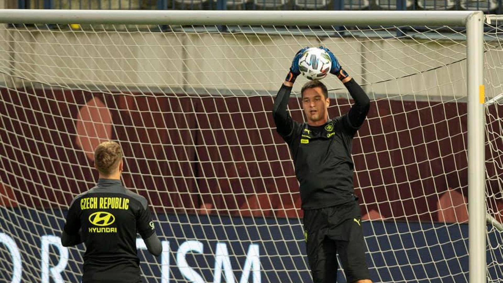 Thủ môn Filip Nguyễn tập luyện cùng ĐT Czech, sẵn sàng ra sân ở trận gặp ĐT Scotland