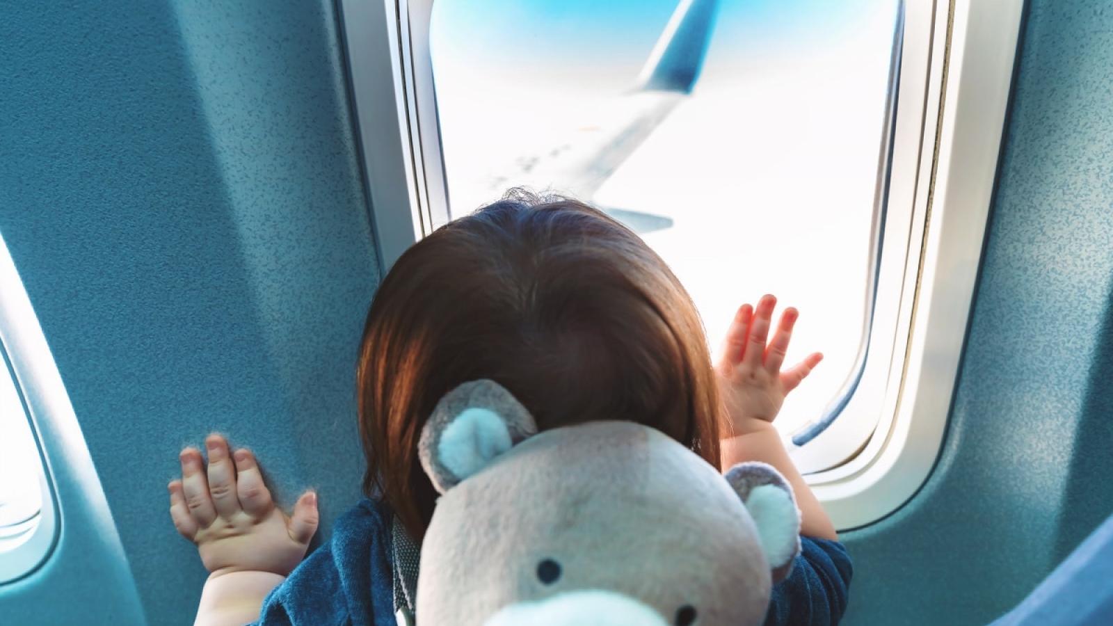 10 điều cha mẹ cần lưu ý khi đưa trẻ đi du lịch bằng máy bay