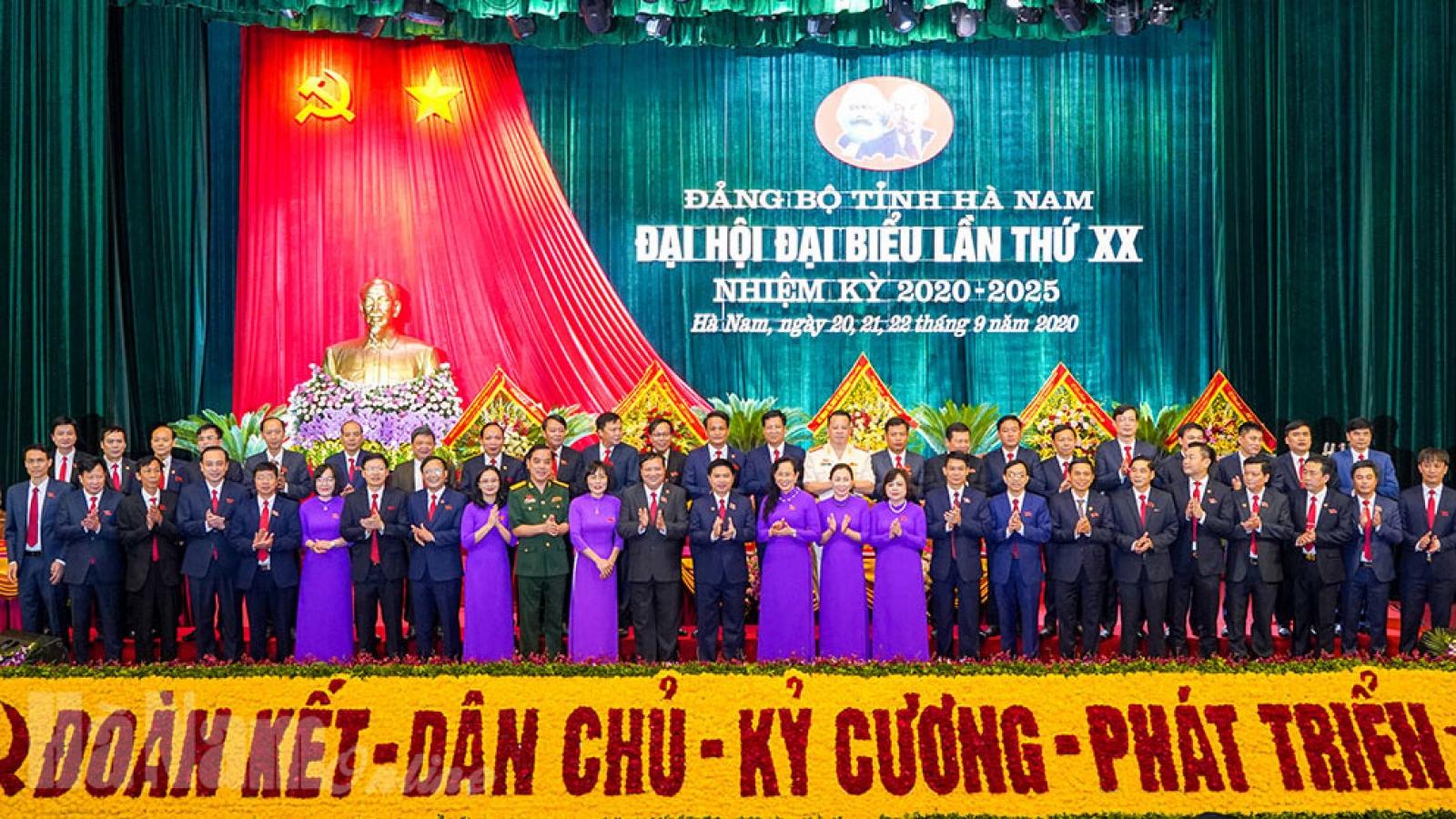 Ban Chấp hành Đảng bộ tỉnh Hà Nam khoá XX ra mắt Đại hội