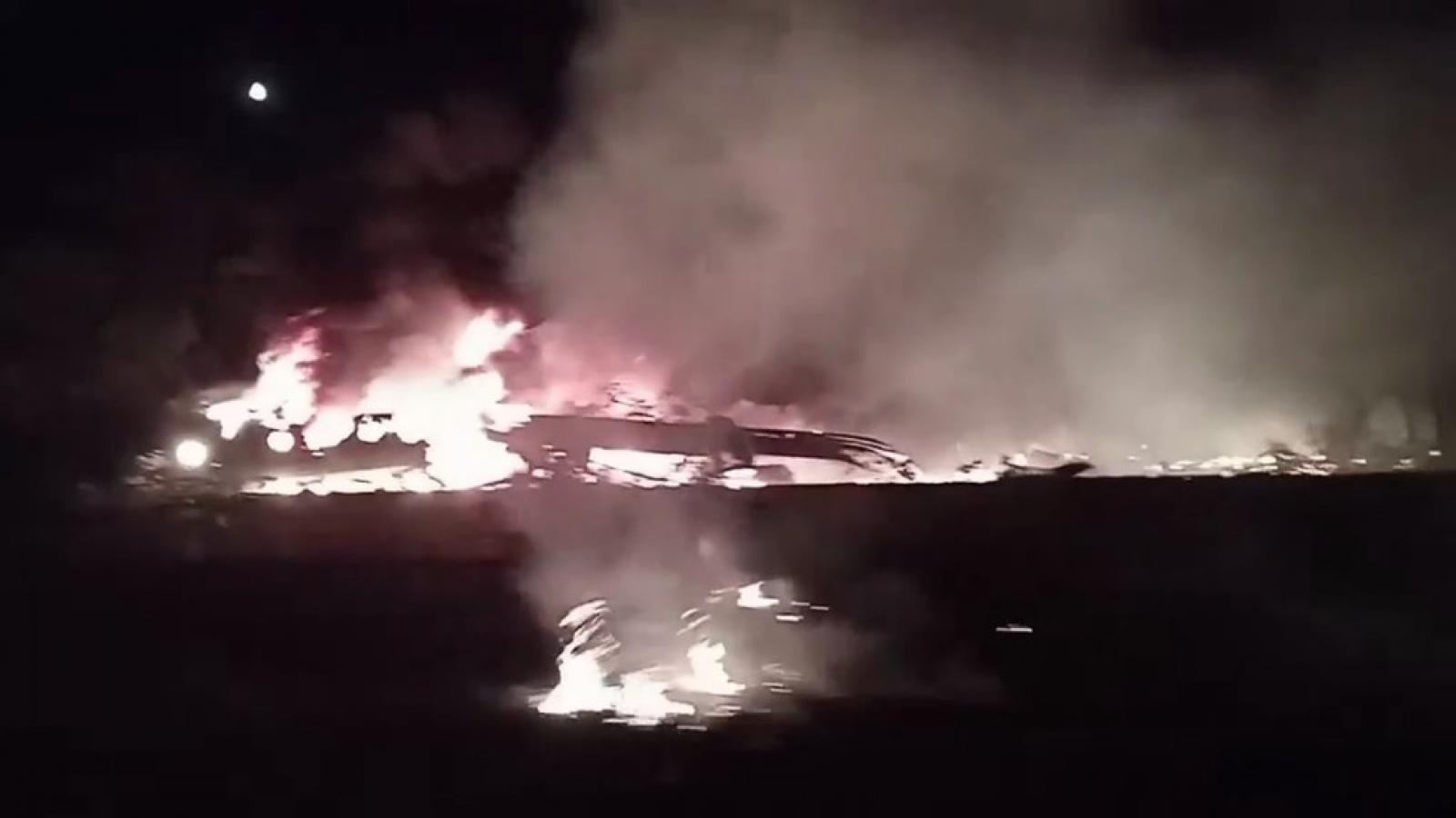 Hiện trường vụ tai nạn máy bay Ukraine khiến 25 người thiệt mạng