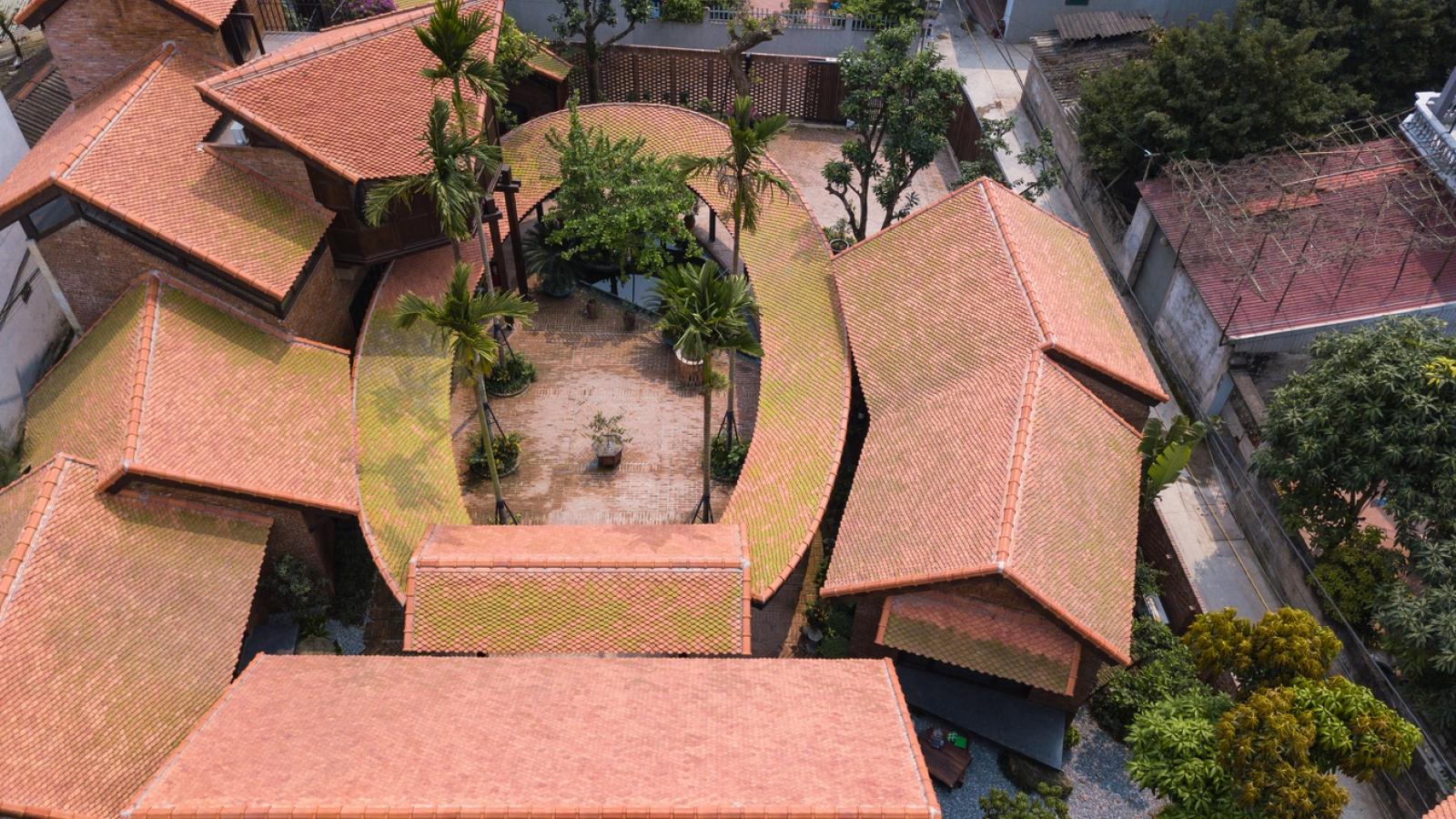 Ngôi nhà mô phỏng cấu trúc làng cổ ở Hà Nội