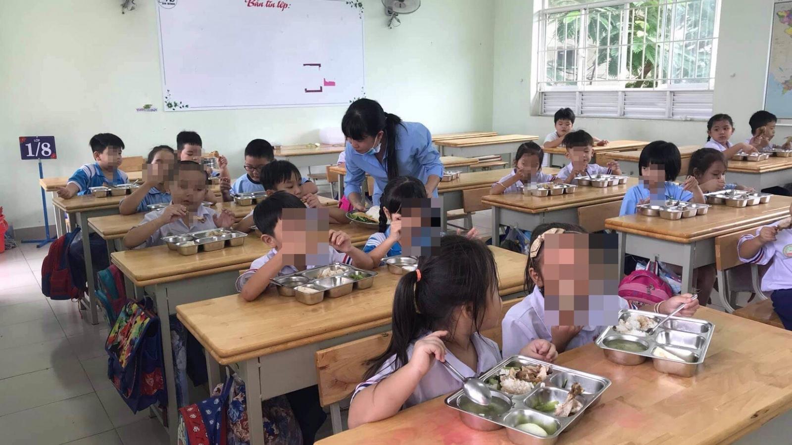 TPHCM: 20 học sinh tiểu học nhập viện nghi ngộ độc thực phẩm