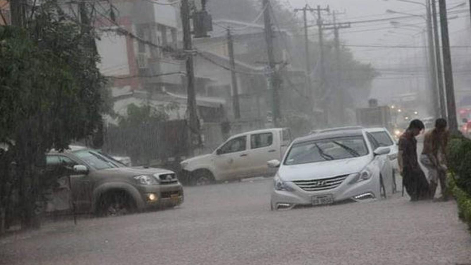 Mưa lớn khiến nhiều tuyến đường ở miền Nam Lào bị ách tắc