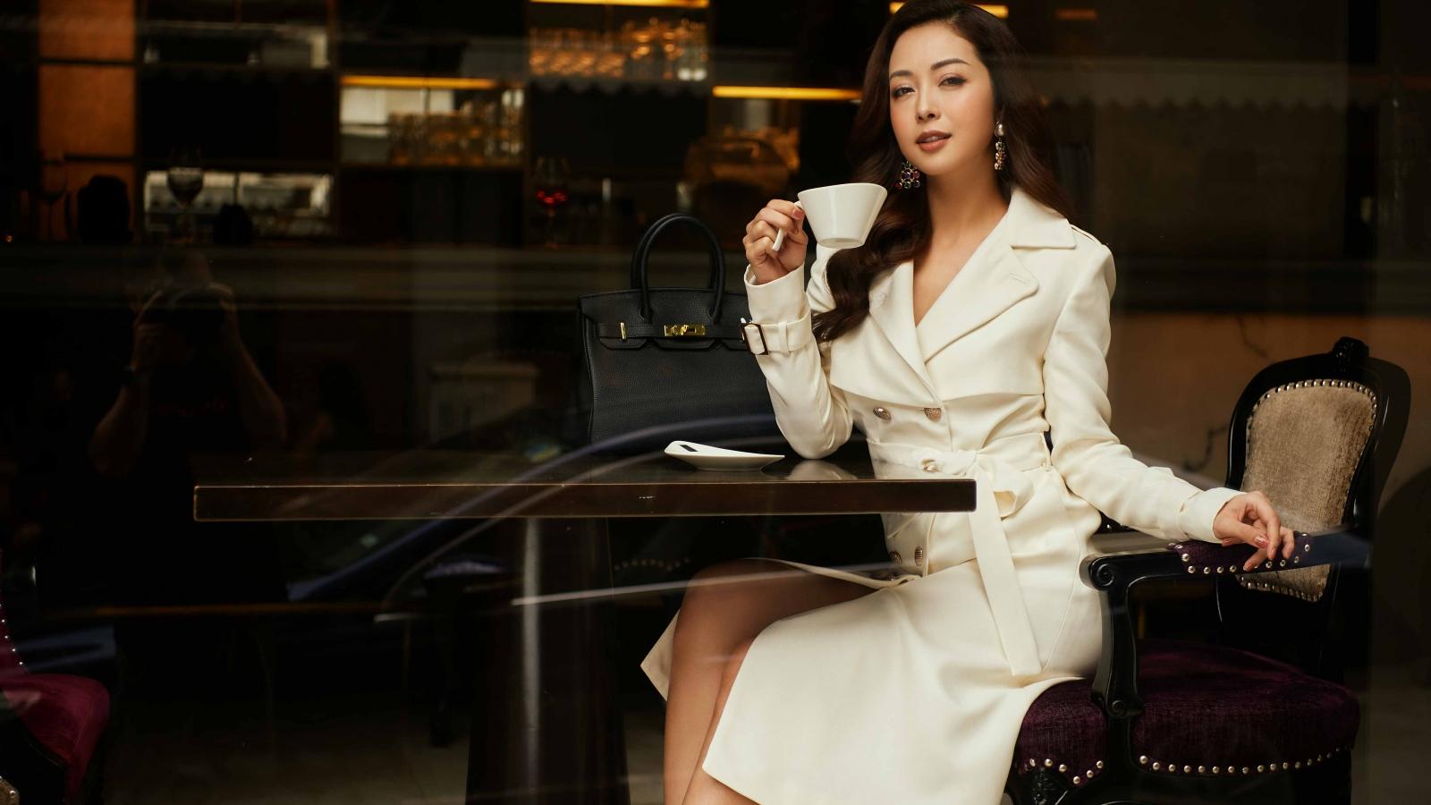 Jennifer Phạm xinh đẹp, khí chất dịu dàng xuống phố mùa thu