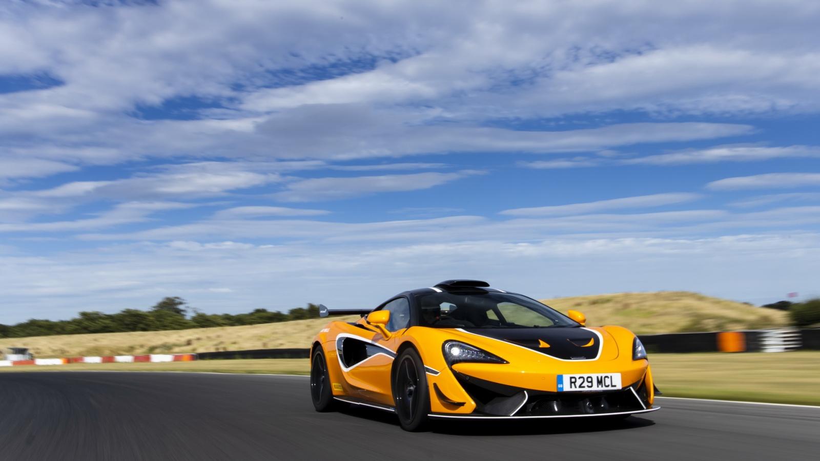 Ảnh chi tiết McLaren 620R giá gần 300.000 USD