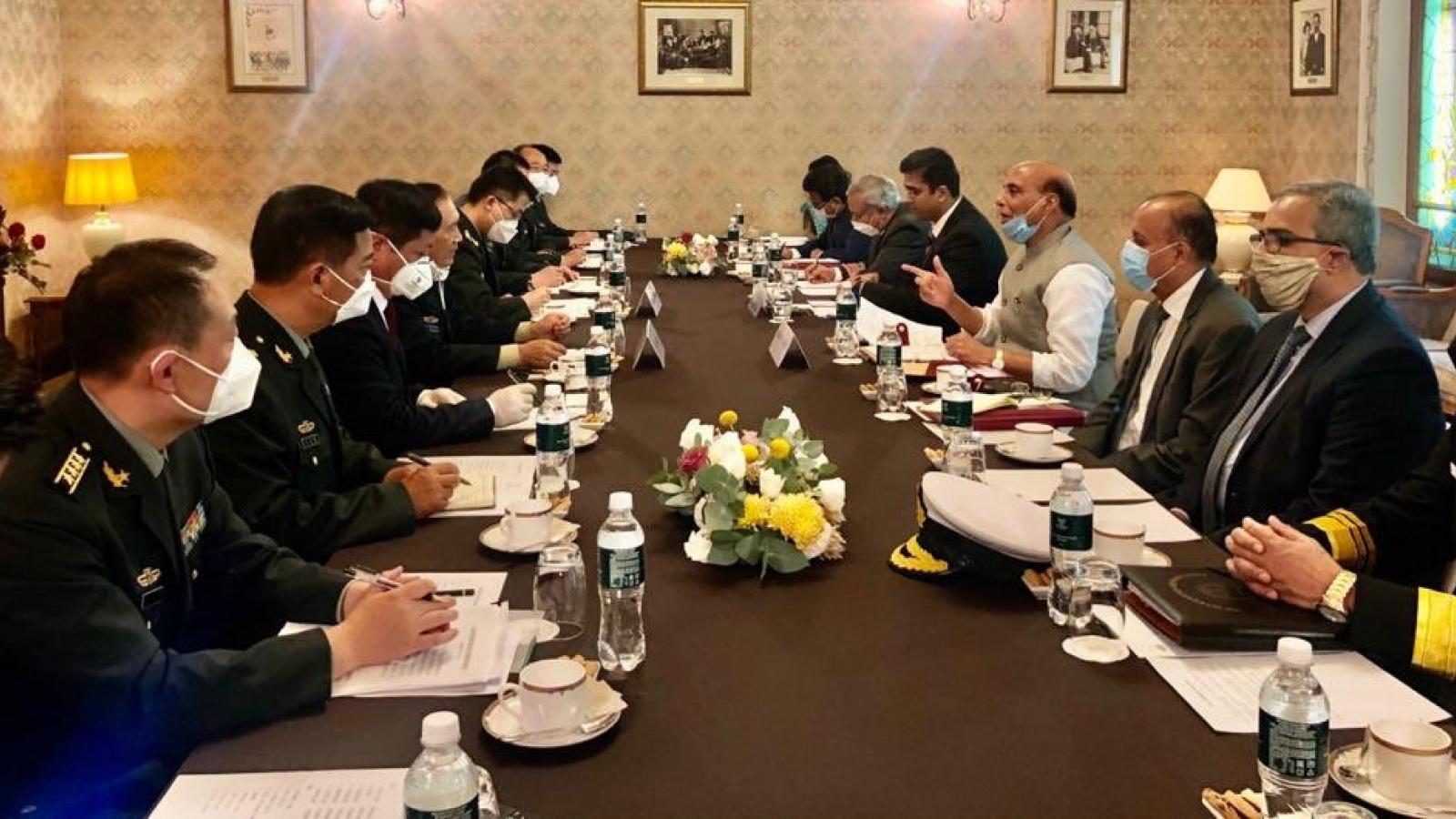 Bộ trưởng Quốc phòng Ấn – Trung gặp mặt tại Nga