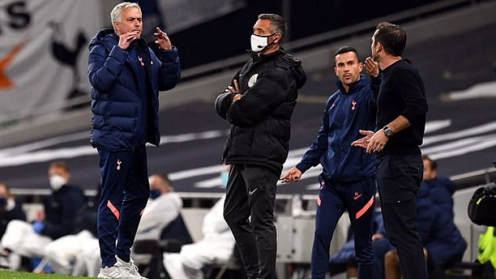 """HLV Mourinho """"nói lời gan ruột"""" sau màn khẩu chiến với học trò Lampard"""