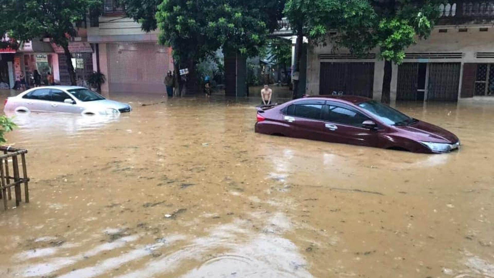 Mưa lớn gây ngập lụt ởLào Cai