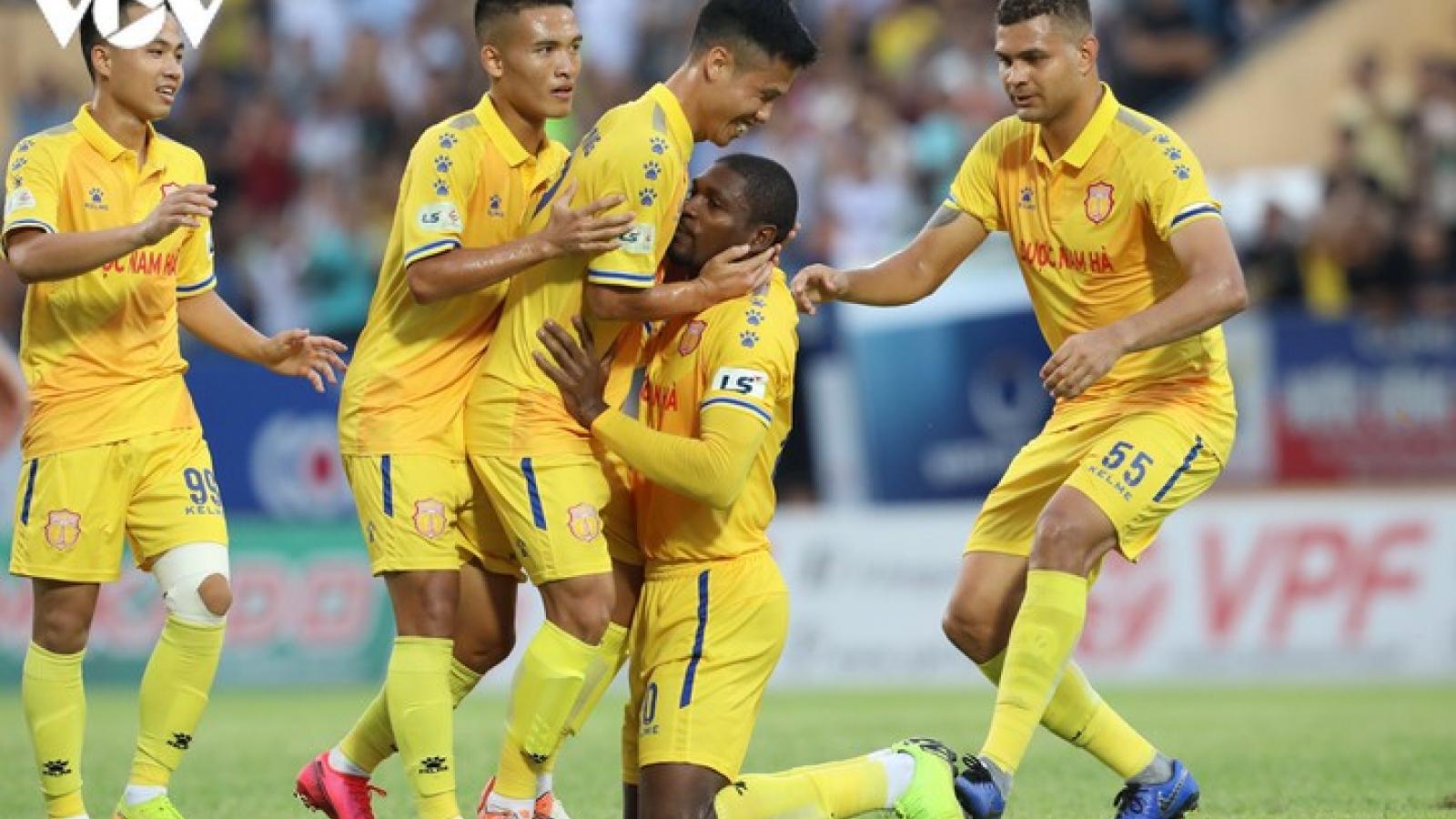 """Nam Định đá giao hữu với """"đối quen"""" sẵn sàng cho ngày V-League 2020 trở lại"""