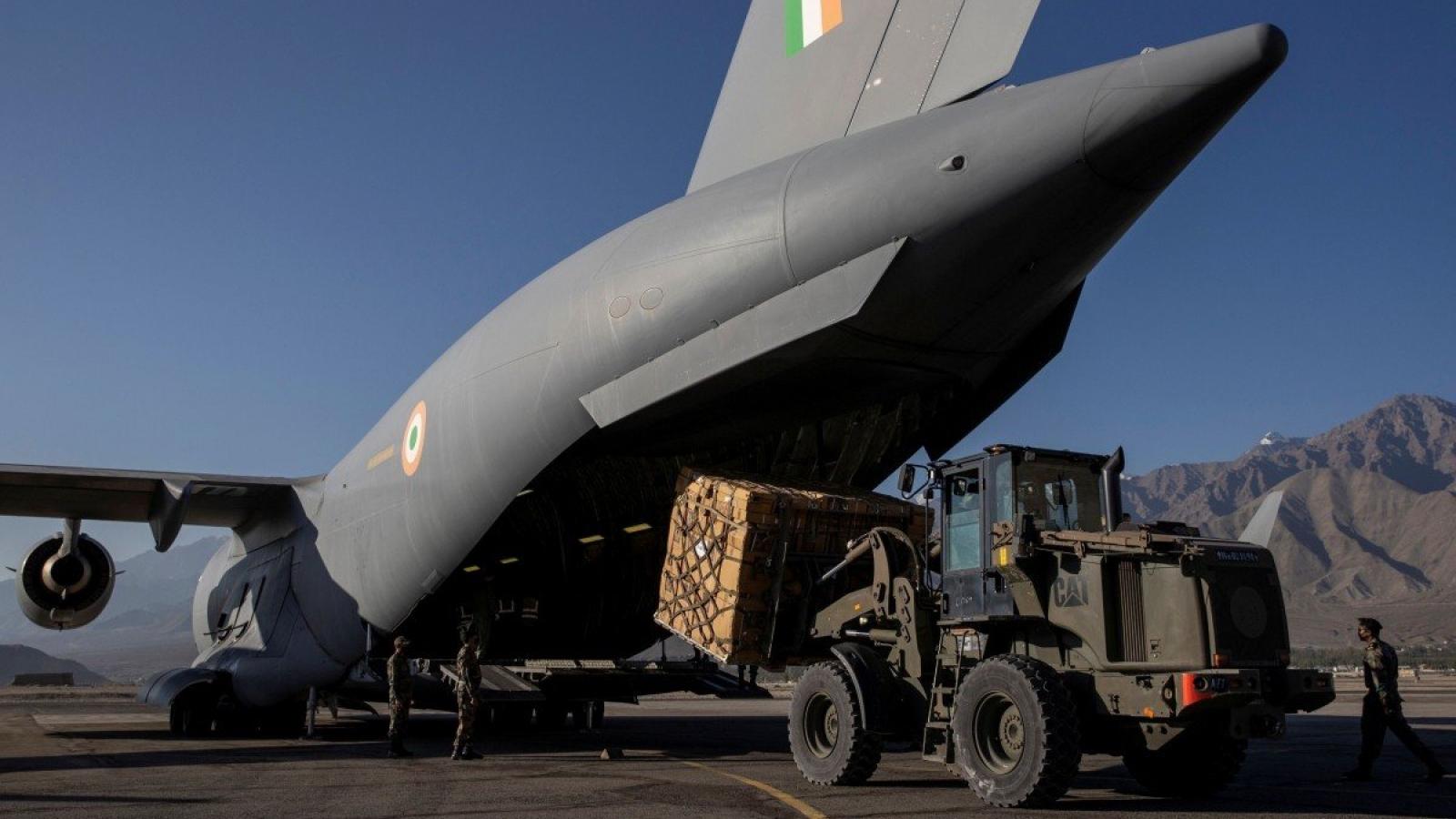 Trung Quốc, Ấn Độ gấp rút tiếp tế cho binh sĩ ở biên giới trước mùa đông