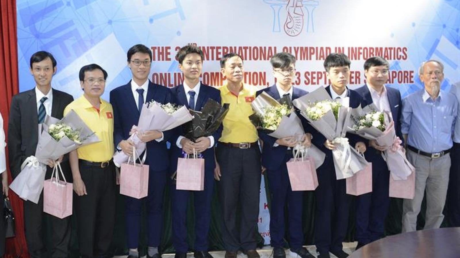 Học sinh Việt Nam xuất sắc dành huy chương vàng Olympic Tin học quốc tế năm 2020
