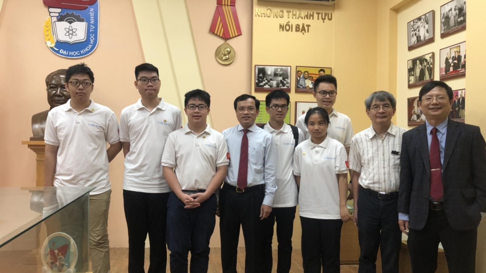 6 thí sinh Việt Nam thi Olympic Toán học quốc tế đều đoạt huy chương
