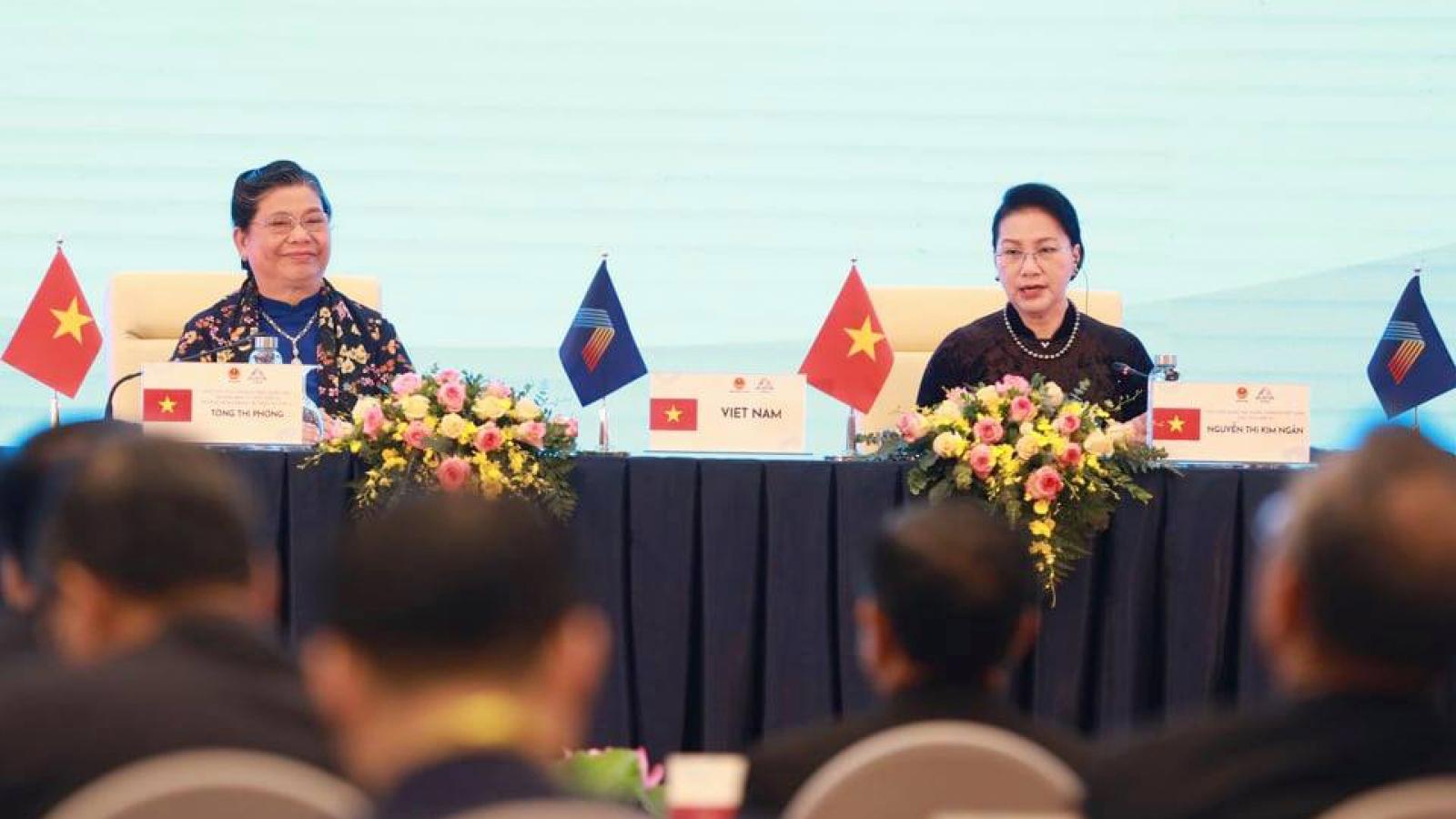 Nghị sĩ AIPA cảm ơn Việt Nam, ký Thông cáo chung Đại hội đồng 41