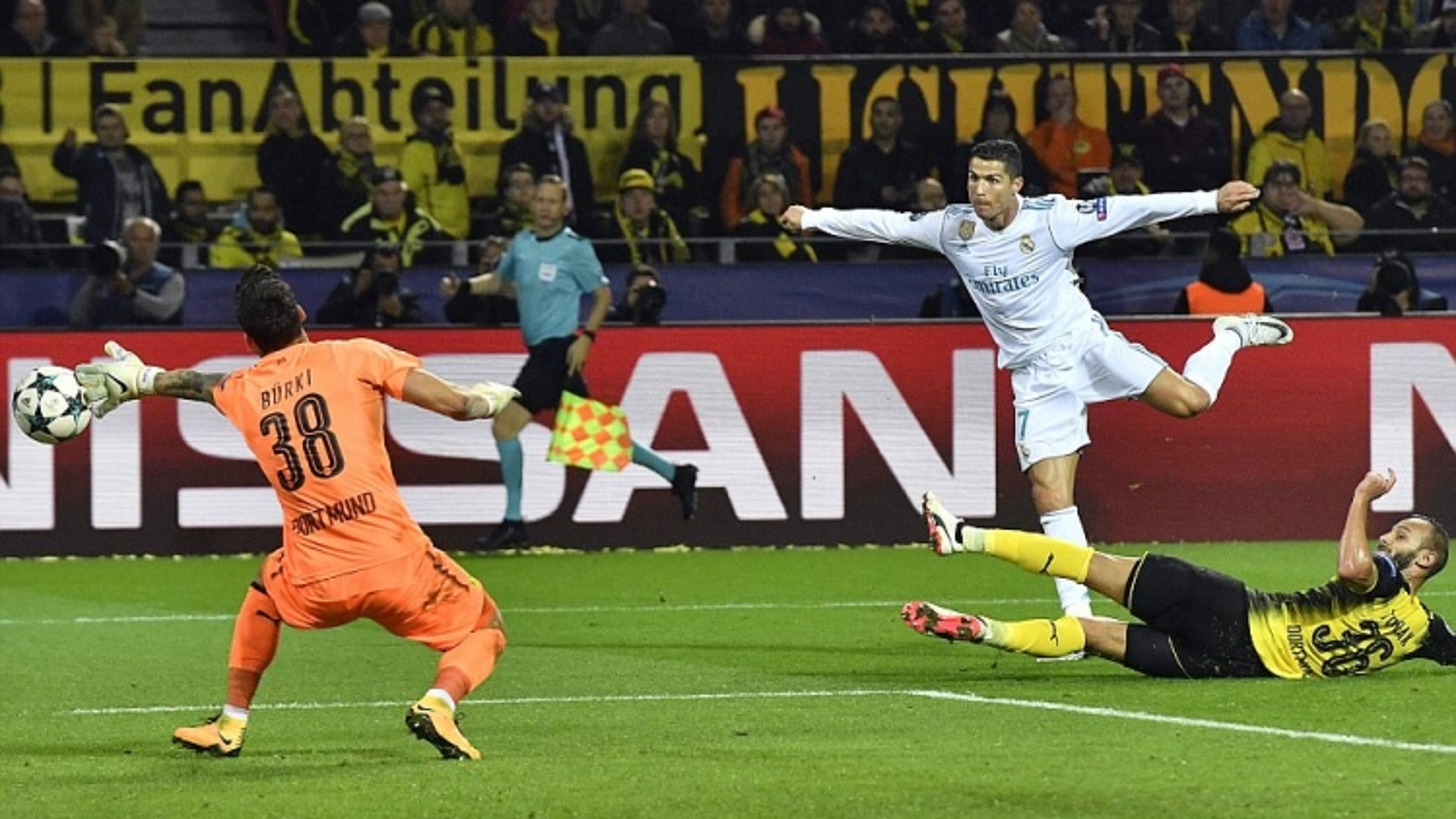 Ngày này năm xưa: Ronaldo đạt mốc 110 bàn thắng ở Champions League