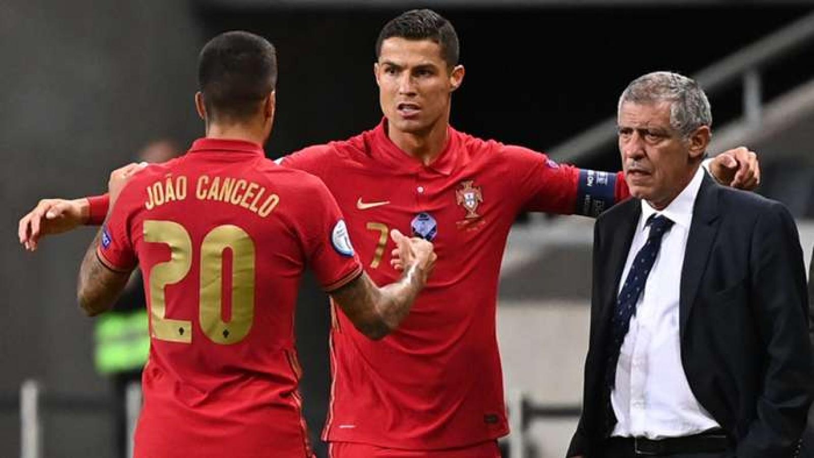 Xé lưới Thụy Điển, Ronaldo lập kỷ lục vô tiền khoáng hậu