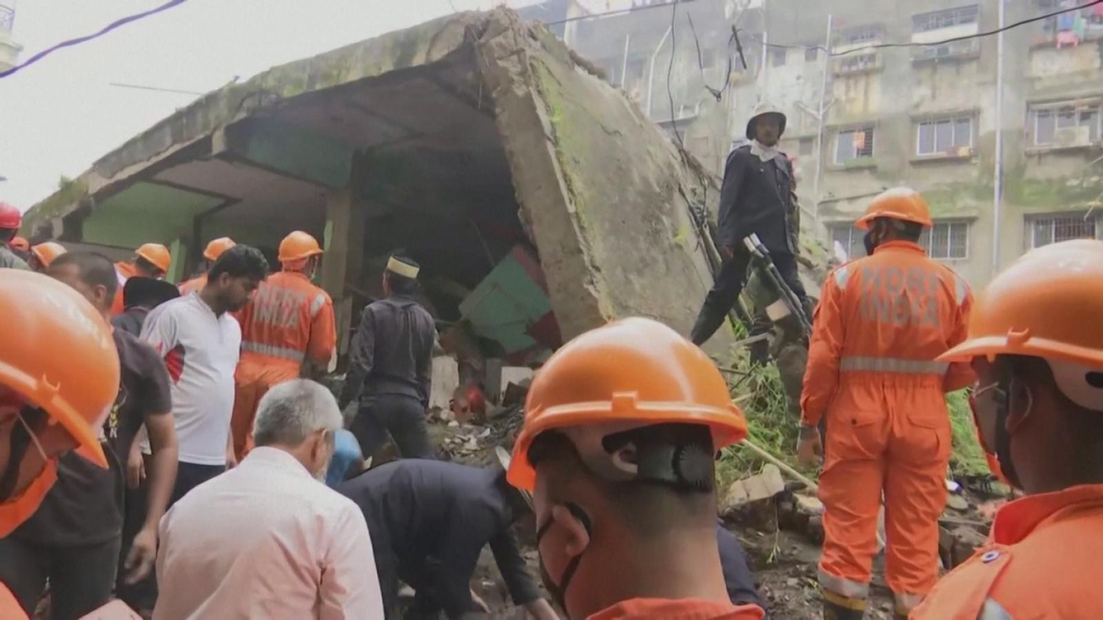 Sập nhà ở Ấn Độ làm 10 người thiệt mạng, hàng chục người mắc kẹt