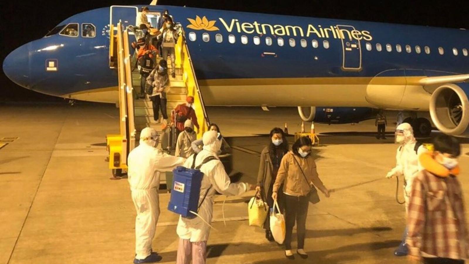 """Nối lại đường bay quốc tế: Vừa lo kiểm soát dịch bệnh, vừa """"ngóng"""" khách bay"""