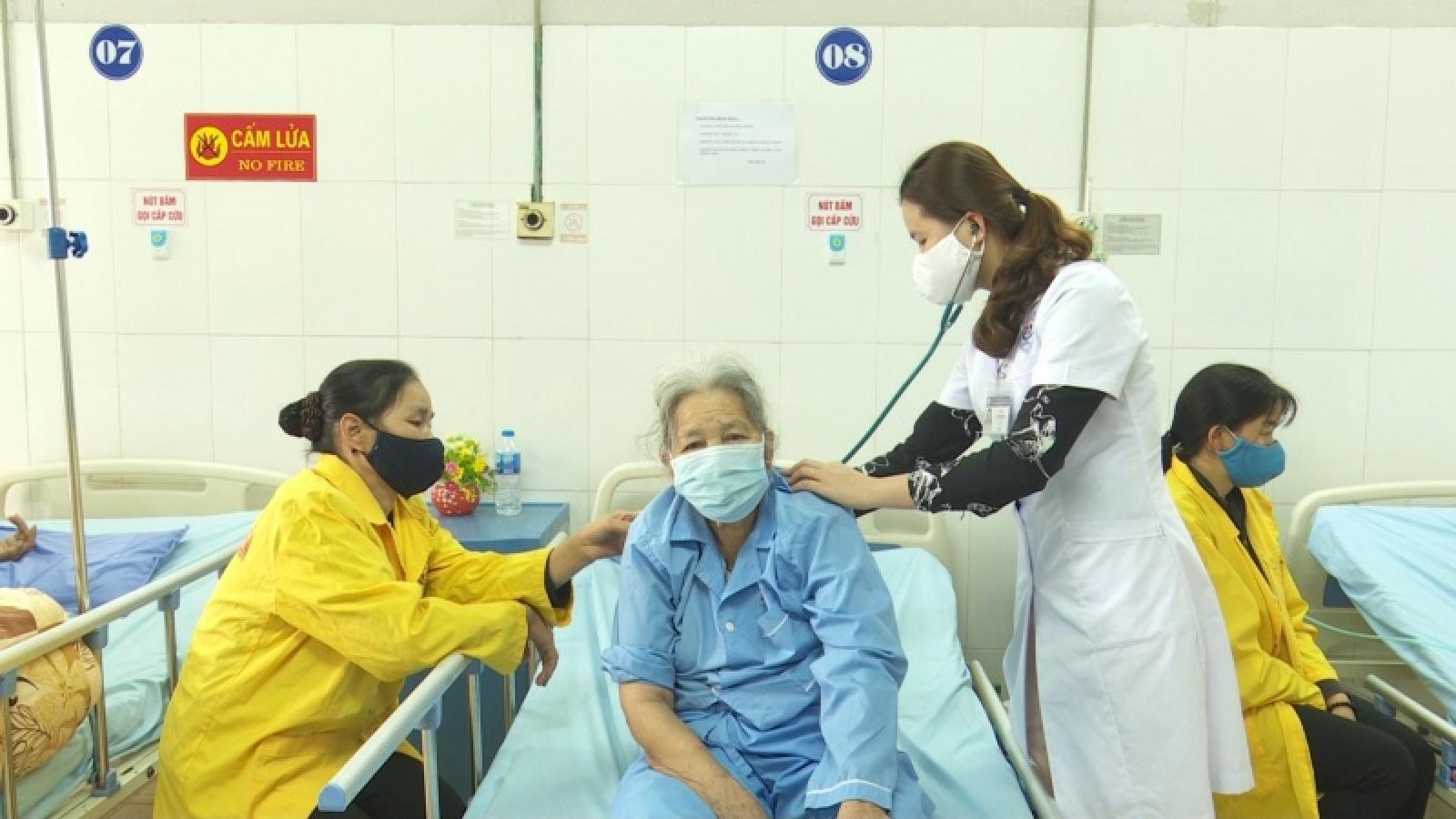 Thái Nguyên chăm sóc, bảo vệ người cao tuổi trong mùa Covid-19