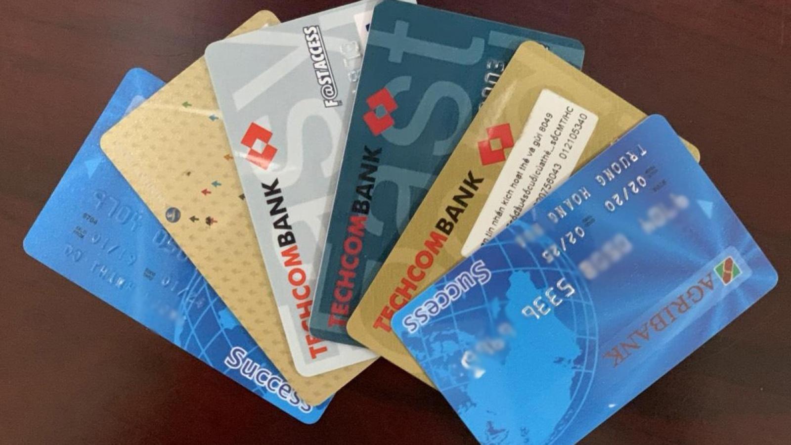 Thủ đoạn mới: Giả nhân viên ngân hàng lừa mở thẻ tín dụng miễn lãi