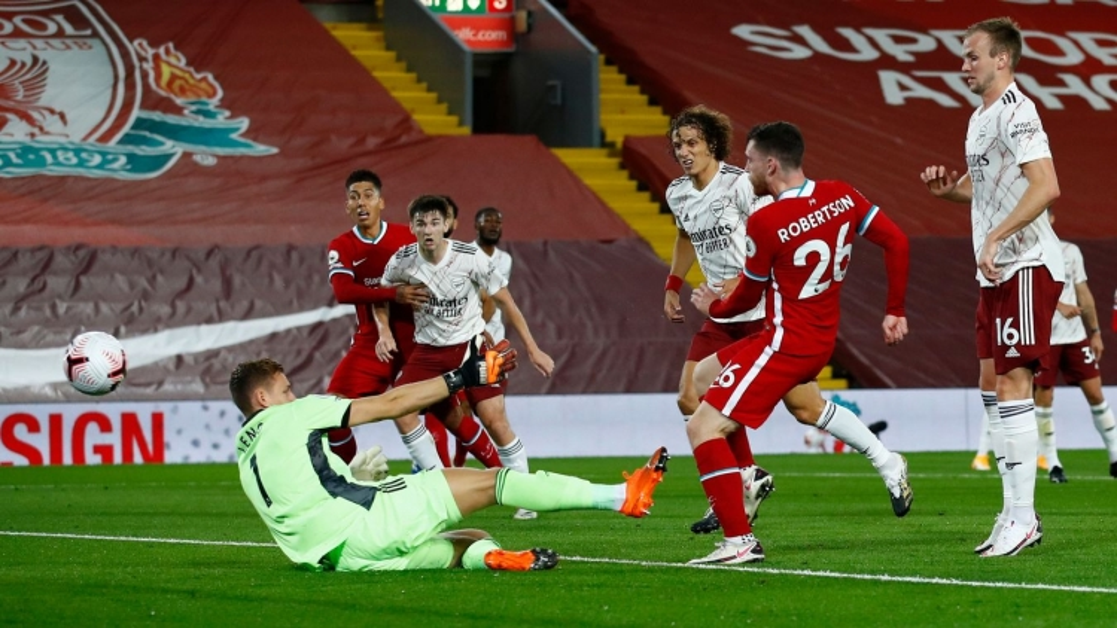 """Robertson từ """"tội đồ"""" thành người hùng, Liverpool ngược dòng thắng 3-1 trước Arsenal"""