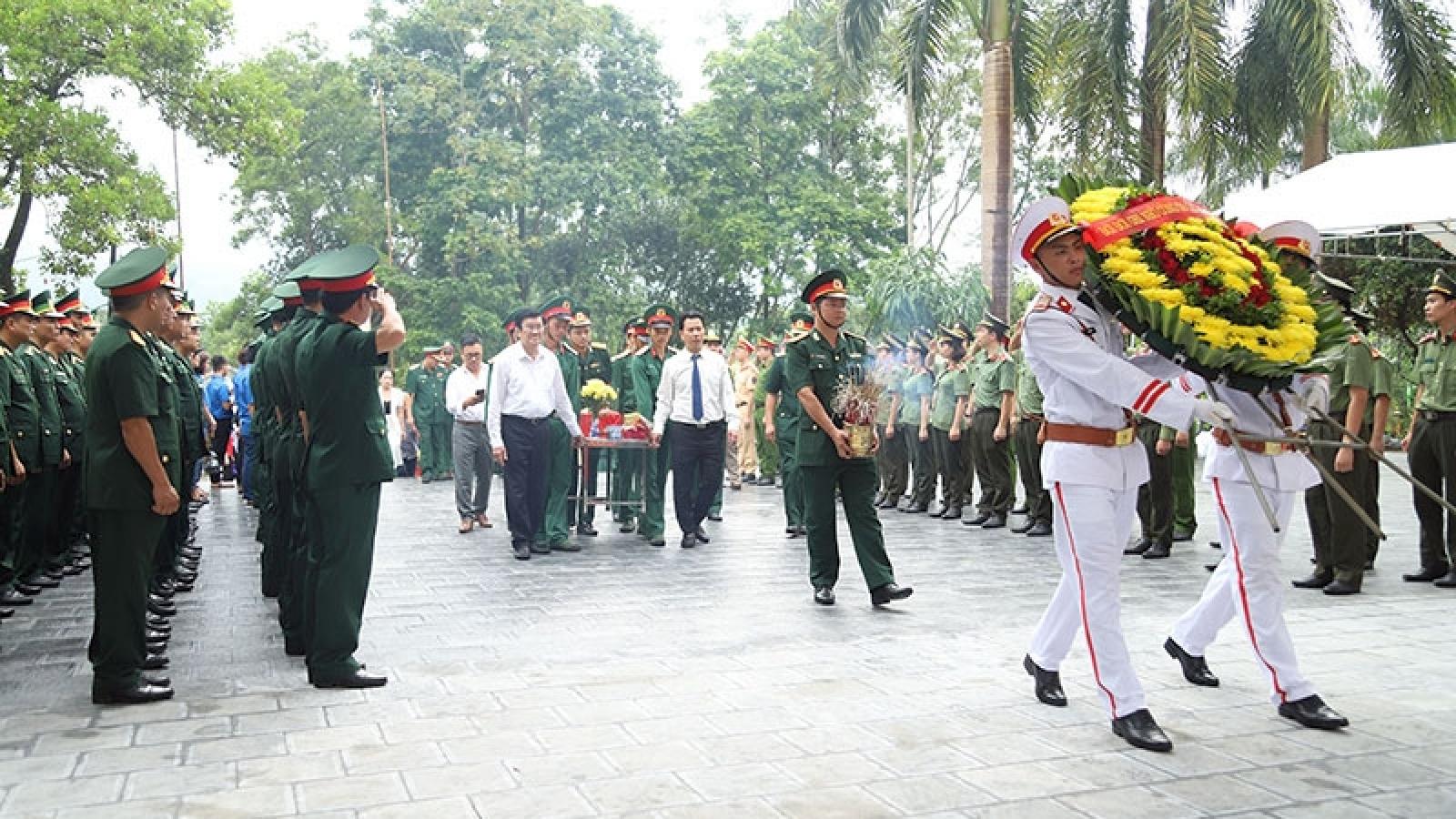 Ông Trương Tấn Sang dự lễ truy điệu và an táng hài cốt liệt sỹ tại nghĩa trang Vị Xuyên