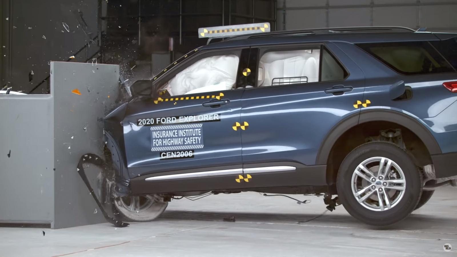 Ford Explorer 2020 đạt kết quả ấn tượng trong các bài kiểm tra an toàn của IIHS
