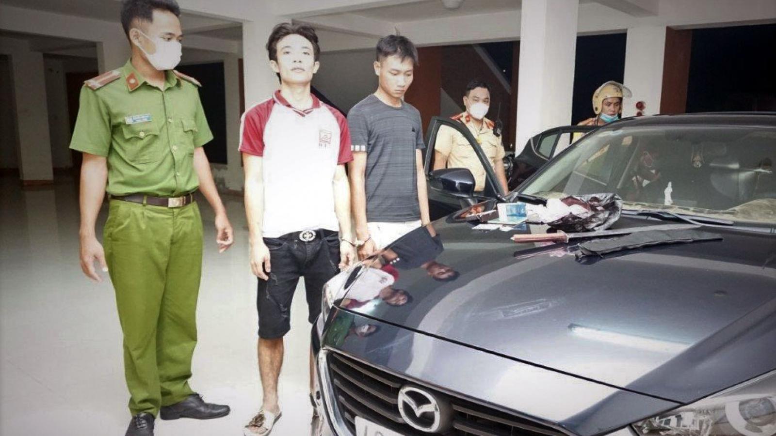 Cảnh sát truy đuổi gần 40km bắt 2 đối tượng mang theo ma túy, mã tấu